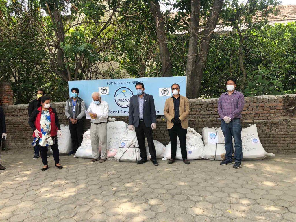 गैरआवासीय नेपाली संघद्वारा  PPE Sets वितरण